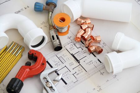 Installation material on a workbench
