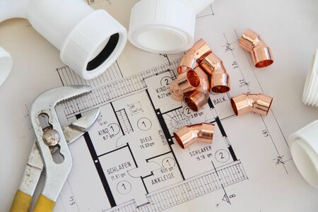 Installation material on a workbench Standard-Bild