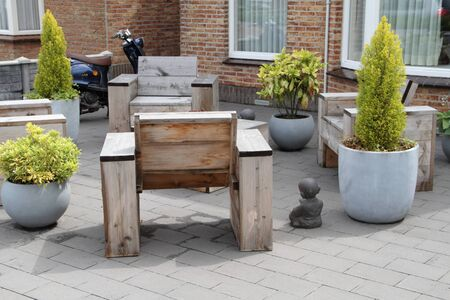 A nice modern front yard