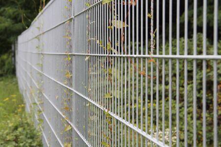 A garden fence made of metal Zdjęcie Seryjne