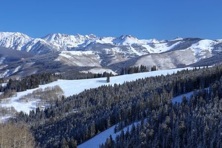 Beaver Creek ski Resort and a view of the snow covered Rocky Mountains in winter Imagens