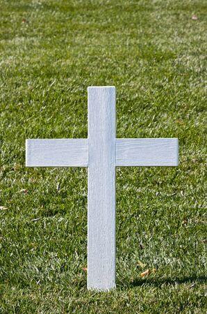gravesite: The White Christian Cross at Bobby Kennedys gravesite at Arlington Cemetery Stock Photo