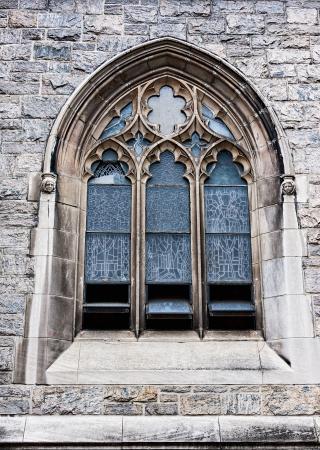 window church: Una finestra vecchia chiesa che mostra molti dettagli e texture Archivio Fotografico