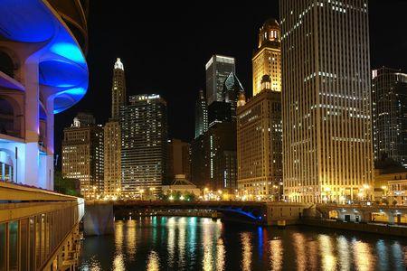 il: Chicago at night, IL, USA