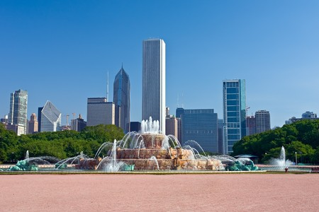 Chicagos skyline with Buckingham Fountain in the foreground