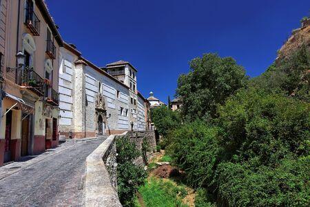 mediodía: Mediod�a, en la calle Granada, Espa�a