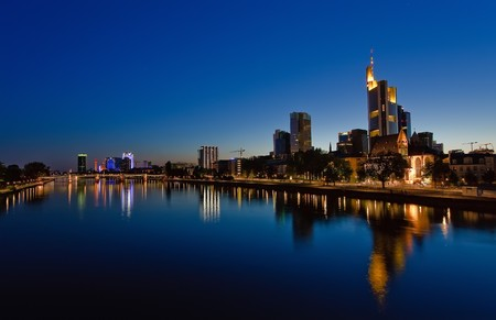 am: Frankfurt am Main at night