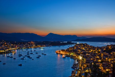 Griego isla Poros en la noche, Grecia Foto de archivo - 6082911
