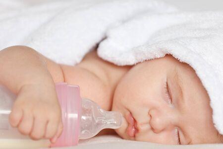 teteros: Ni�a dormida  Foto de archivo