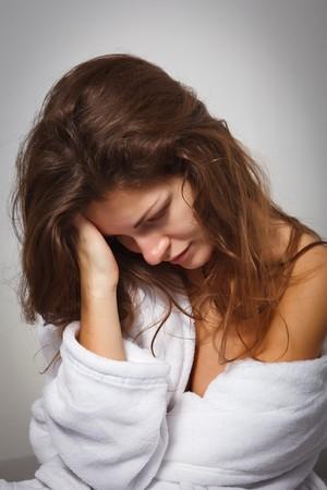 emotional pain: Mujer joven que sufren de depresi�n