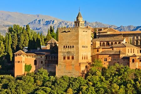 グラナダ: 日没で、スペイン、グラナダのアルハンブラ宮殿