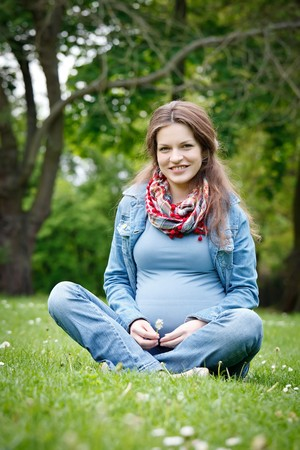 Beautiful pregnant woman in the park Stock Photo - 8092927