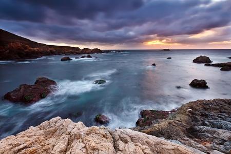 Pacifische kust bij zonsondergang, Californië, VS