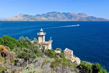 Alter Leuchtturm, Poros, Griechenland Standard-Bild - 8762128