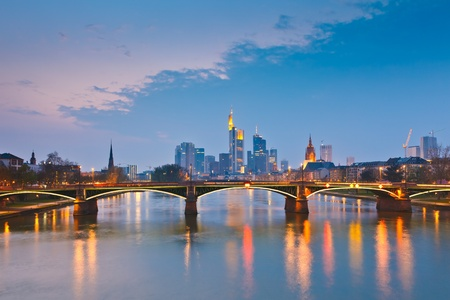 Fr�ncfort del Meno al atardecer, Alemania