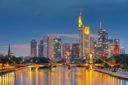 hdr: Frankfurt am Main pendant la nuit Banque d'images