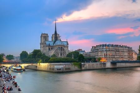 notre dame: Notre Dame de Paris at dusk