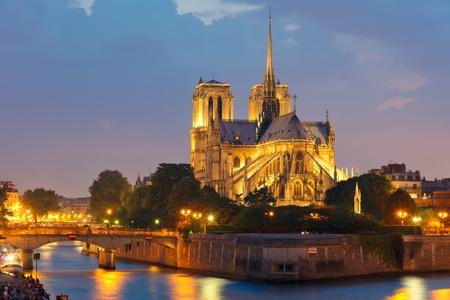 seine: Notre Dame de Paris 's nachts Stockfoto