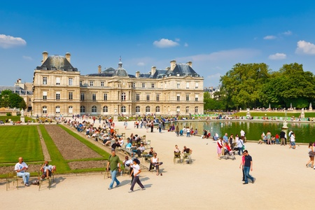 PARIS - APRIL 24: People enjoy sunny day in the Luxembourg Garden on April 24, 2011 in Paris. Luxembourg Palace is the official residence of the President of the French Senate. Stock Photo - 10086375