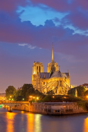 notre dame de paris at night photo
