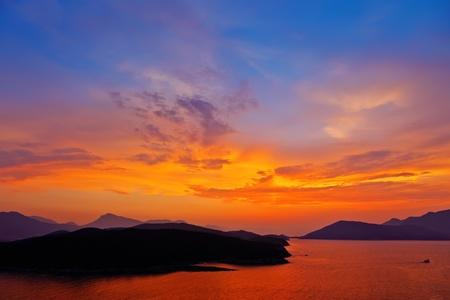 Puesta de sol sobre el mar Mediterr�neo
