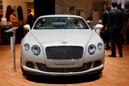 luxus: FRANKFURT - SEP 17: Bentley Continental GT car shown at the 64th Internationale Automobil Ausstellung (IAA) on September 17, 2011 in Frankfurt, Germany.