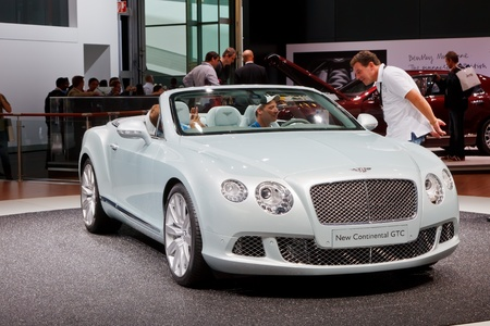 luxus: FRANKFURT - SEP 17: Bentley New Continental GTC car shown at the 64th Internationale Automobil Ausstellung (IAA) on September 17, 2011 in Frankfurt, Germany.