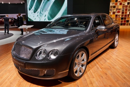 luxus: FRANKFURT - SEP 17: Bentley Continental Flying Spur car shown at the 64th Internationale Automobil Ausstellung (IAA) on September 17, 2011 in Frankfurt, Germany.