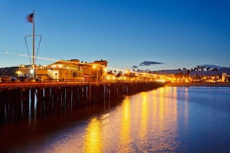 Molo w Santa Barbara w nocy