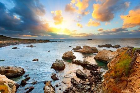 Big Sur costa del Océano Pacífico al atardecer Foto de archivo
