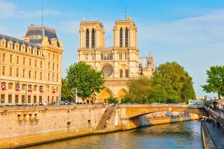 notre dame: Notre Dame de Paris