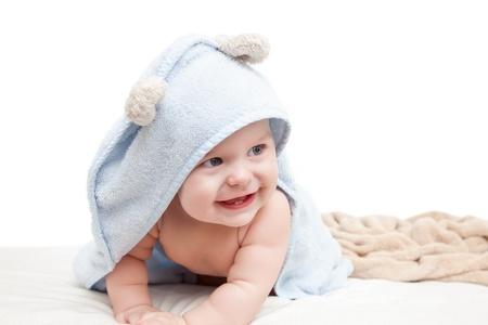 bebe gateando: Lindo bebé de arrastre