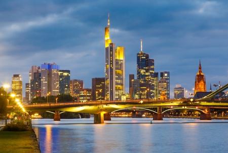 Frankfurt bij nacht Stockfoto