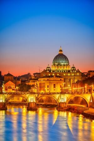 Katedra Świętego Piotra w nocy, Rzym