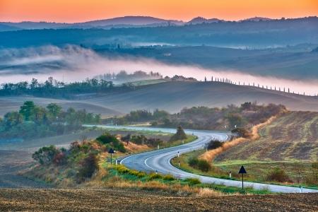 日の出、イタリアのトスカーナの風景