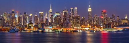 empire state building: View on night Manhattan, New York Editorial
