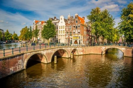 Ponts sur les canaux à Amsterdam