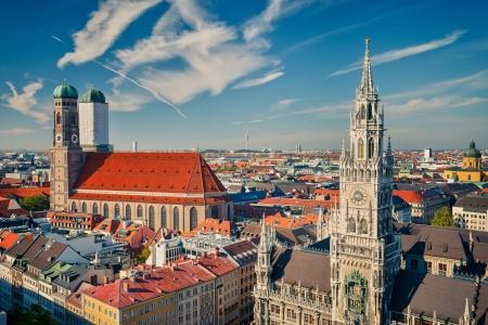frauenkirche: Luftbild von M�nchen Neues Rathaus und Frauenkirche