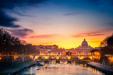vatican city: Night view at St  Peter Cathedral, Rome