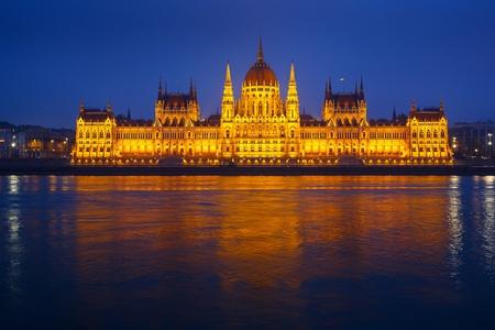 Het Parlement gebouw 's nachts, Budapest