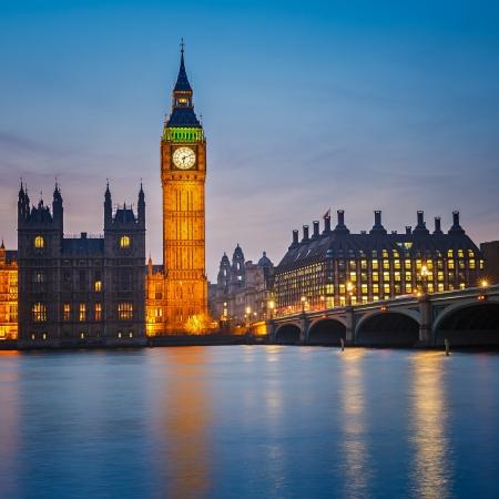 Big Ben en Huizen van het parlement bij nacht, Londen, UK