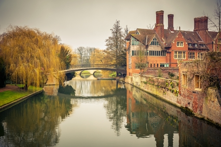 university education: Bridge over Cam river, Cambridge University