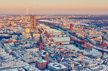 Voir plus de Frankfurt am Main au coucher du soleil