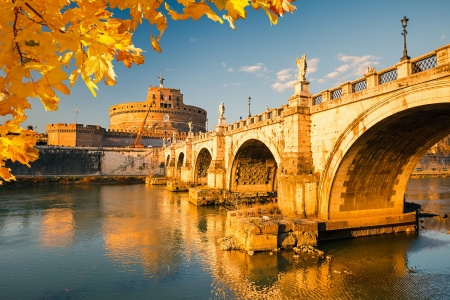roma antigua: San Angelo y puente sobre el río Tíber en Roma
