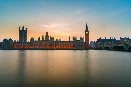 Big Ben en huizen van het parlement in de schemering Stockfoto