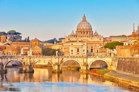 rome italie: Voir au Tibre et St Peter Banque d'images