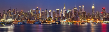 View on night Manhattan, New York Standard-Bild
