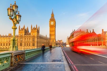 Big Ben et rouge à deux étages à Londres, Royaume-Uni