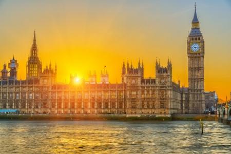 Huizen van het parlement bij zonsondergang, Londen, UK