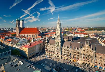 Vue aérienne de Munich Marienplatz, Nouvel Hôtel de ville et Frauenkirche